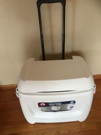 1.6 Igloo Maxcold Ultra Roller Cooler.